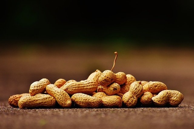 hromádka arašídů