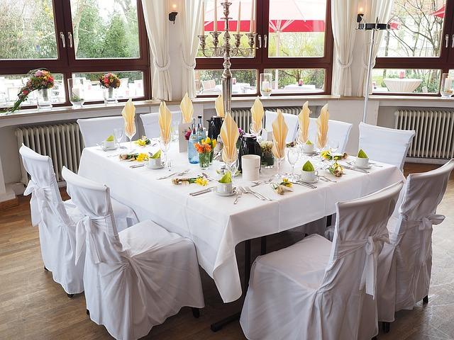 připravená svatební tabule