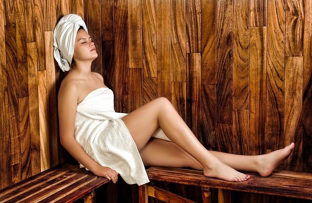 žena v ručníkách