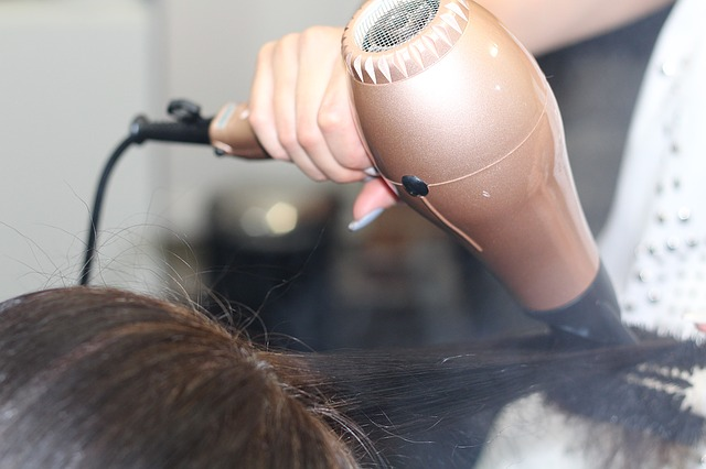 vyfoukat vlasy