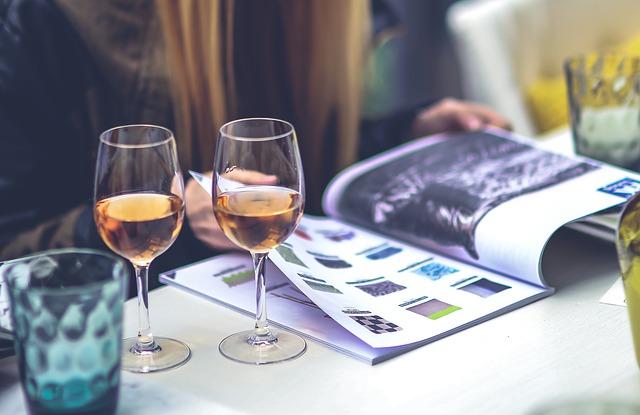 barevný katalog, sklenice vína