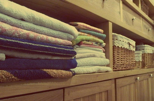 Prádlo v poličkách.jpg