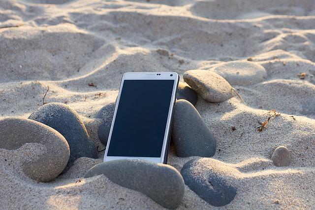 mobilní telefon a poškození
