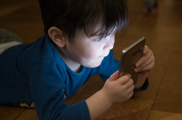 mobilní telefon a děti